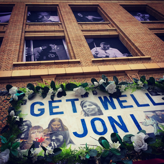 Joni Mitchell signs
